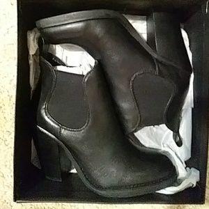Shortie black boots